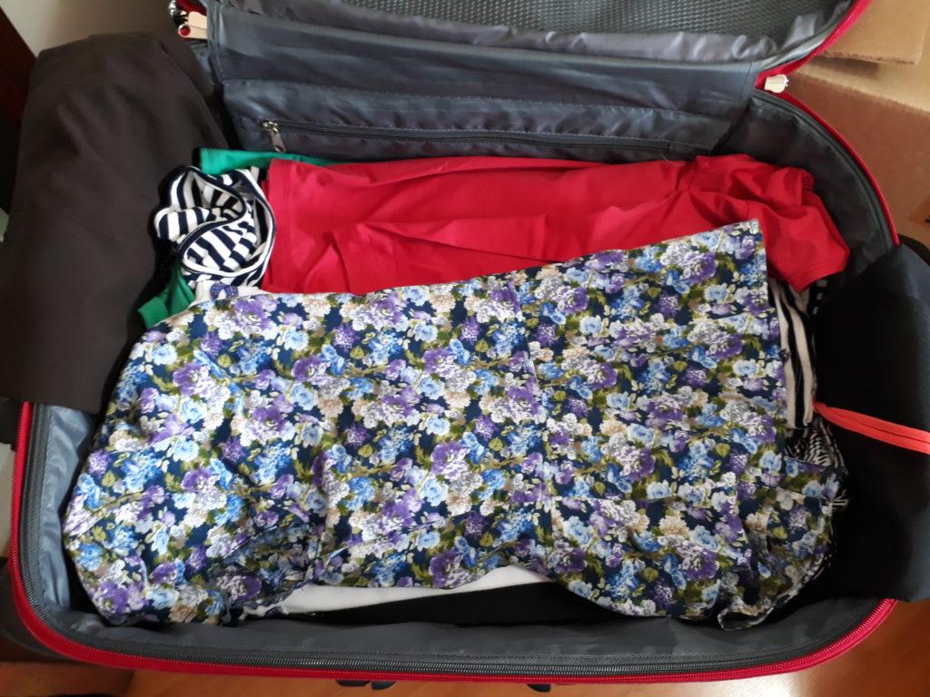 mais roupas na mala